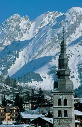 clocher_la_clusaz_hiver